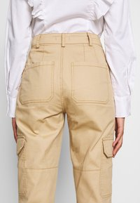 Who What Wear - THE UTILITYPANT - Trousers - sand - 3