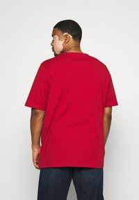 Tommy Hilfiger - SLIM FIT TEE - T-shirt - bas - red - 2