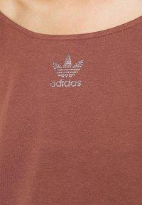 adidas Originals - SLOUCHY CREW - Sweatshirt - earth brown - 5