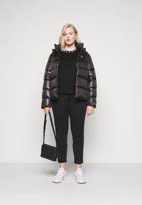 Calvin Klein Jeans Plus - PLUS LOGO TRIM TEE - Print T-shirt - black - 1