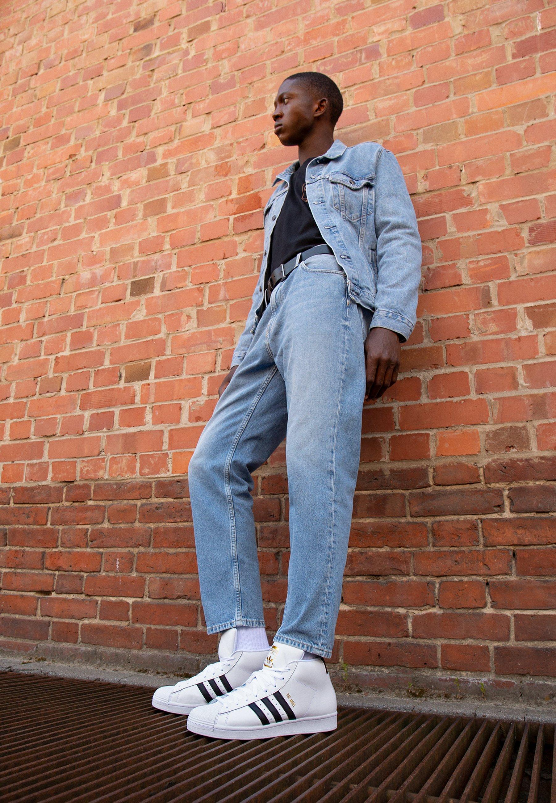 Gutes Angebot adidas Originals BASKETBALL INSPIRED SPORTS MID SHOES - Sneaker low - footwear white/core black/gold | Damenbekleidung 2020