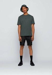 BOSS - TCHUP - Print T-shirt - dark green - 1