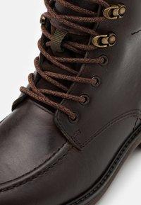 Timberland - OAKROCK WP ZIP BOOT - Schnürstiefelette - dark brown - 5