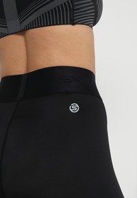 Skins - DNAMIC PRIMARY SKY - Leggings - black - 8