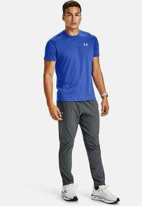 Under Armour - STREAKER SHORTSLEEVE - Sports shirt - emotion blue - 0