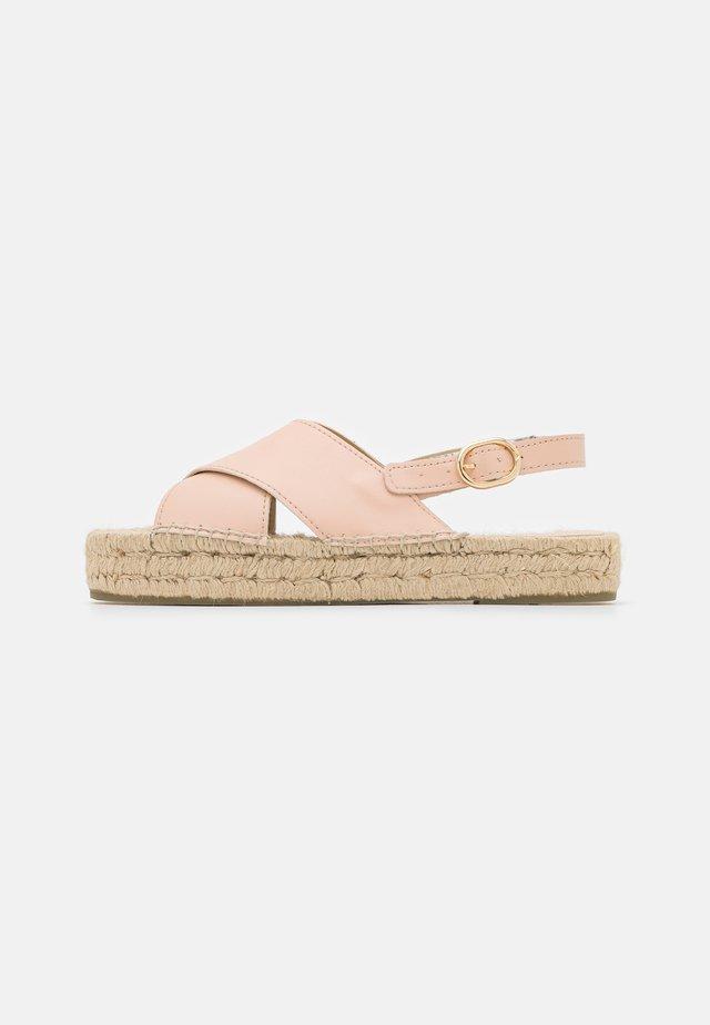 VEGAN CROSSED FLAT  - Korkeakorkoiset sandaalit - nude