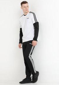 adidas Performance - ESSENTIALS SPORTS SHORT SLEEVE TEE - Print T-shirt - white/black - 1