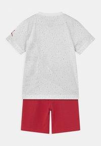 Jordan - BIG VERT SET - T-shirt med print - gym red - 1