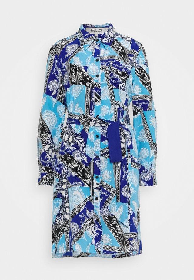 PRITA - Robe chemise - azulejo corsica/ionian