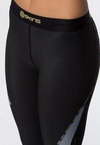 Skins - DNAMIC - 3/4 sports trousers - black/limoncello - 4