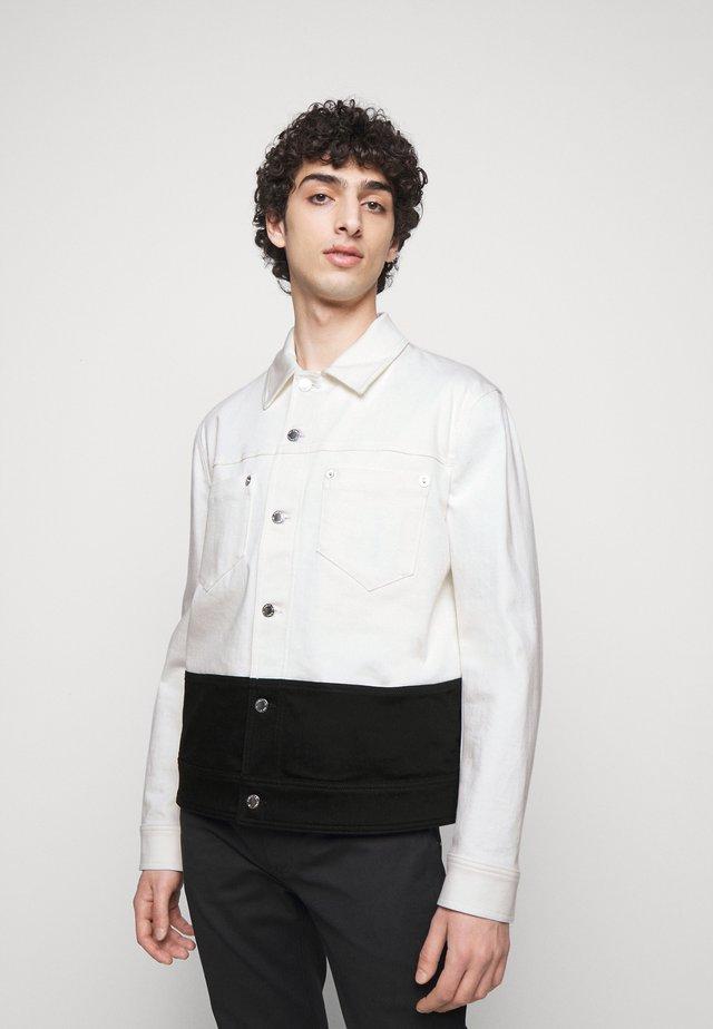 JACKET - Veste en jean - off white/black