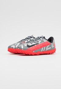 Nike Performance - MERCURIAL JR VAPOR 13 ACADEMY TF UNISEX - Astro turf trainers - metallic bomber grey/black/particle grey - 1