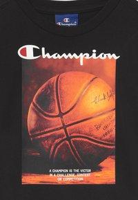 Champion Rochester - GRAPHIC SHOP CREWNECK UNISEX - T-shirt imprimé - black - 2