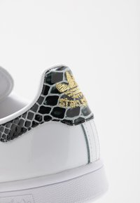 adidas Originals - STAN SMITH - Sneakers - footwear white/clear black/gold metallic - 2