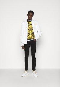 Versace Jeans Couture - LOGO BAROQUE  - Sweatshirt - black - 1