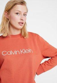 Calvin Klein - CORE LOGO - Sweatshirt - brown - 3