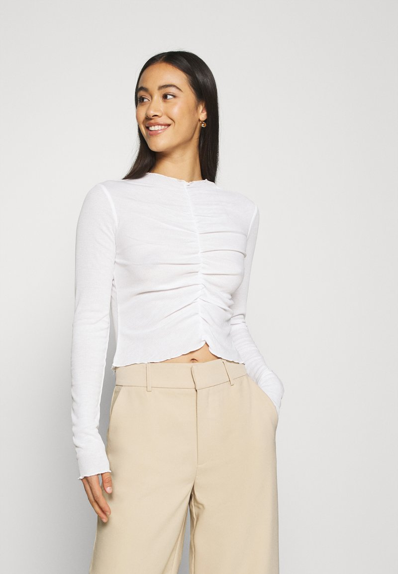 Monki - RUCHIE - Long sleeved top - solid white