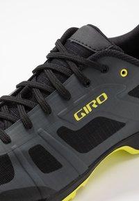 Giro - GAUGE - Cycling shoes - dark shadow/citron - 5
