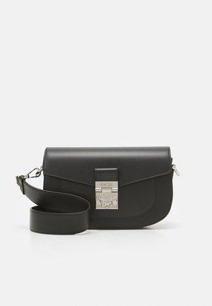 TOTE IN VINTAGE JAQUARD MONOGRAM  - Across body bag - black