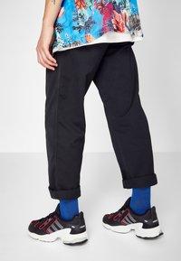adidas Originals - EQT GAZELLE RUNNING-STYLE SHOES - Matalavartiset tennarit - core black/grey six/energie pink - 0
