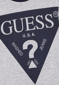 Guess - JUNIOR - T-shirt imprimé - deck blue - 2