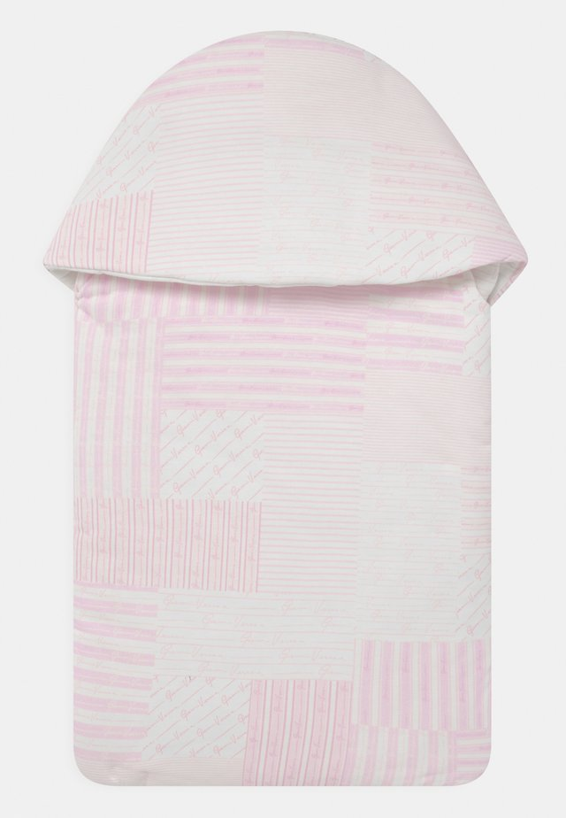 OUTDOOR NEST SIGNATURE PATCHWORK - Śpiworek - white/baby pink