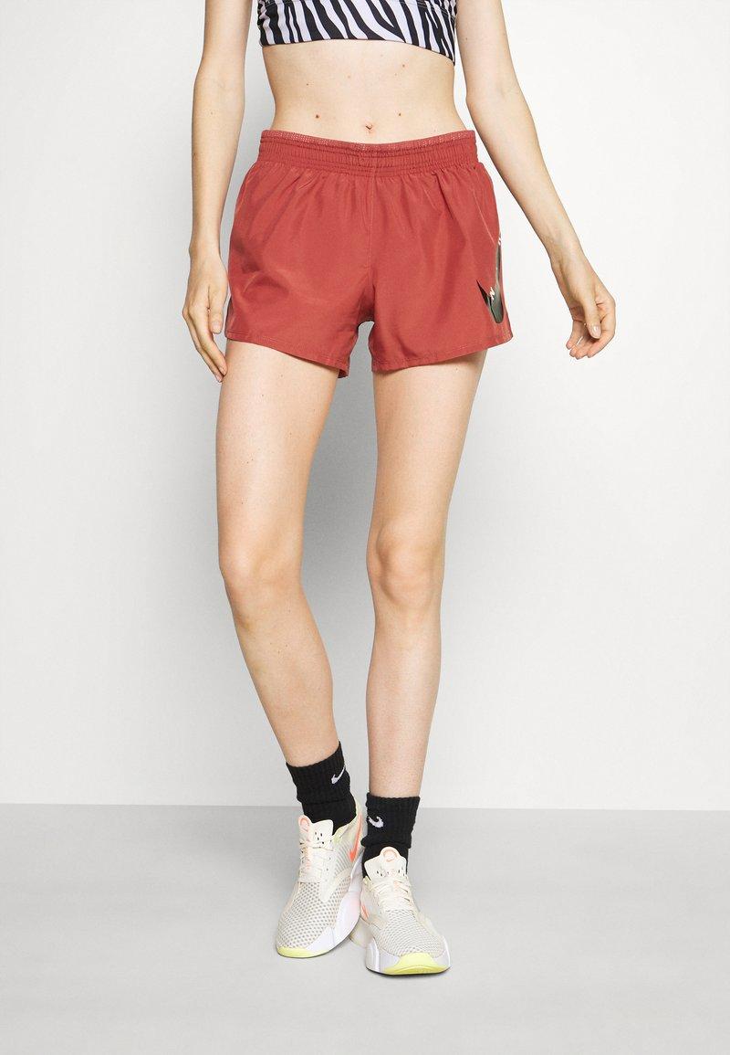 Nike Performance - RUN SHORT - Sports shorts - canyon rust