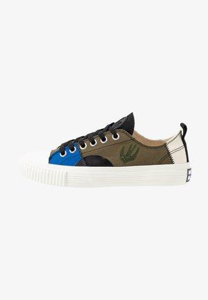 SWALLOW CAPSULE - Joggesko - khaki/skate/blue