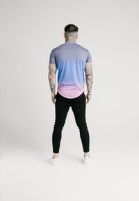 SIKSILK - CURVED HEM FADE TEE - Print T-shirt - tri neon - 2