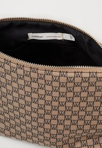 InWear - TRAVEL TOILETRY POUCH - Toalettmappe - beige/black - 2