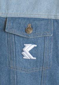 Karl Kani - RINSE BLOCK TRUCKER JACKET - Denim jacket - blue - 2
