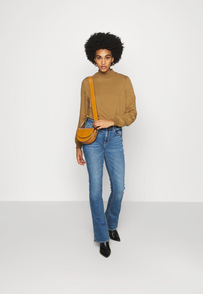 American Eagle - HI RISE ARTIST FLARE  - Flared Jeans - classic medium