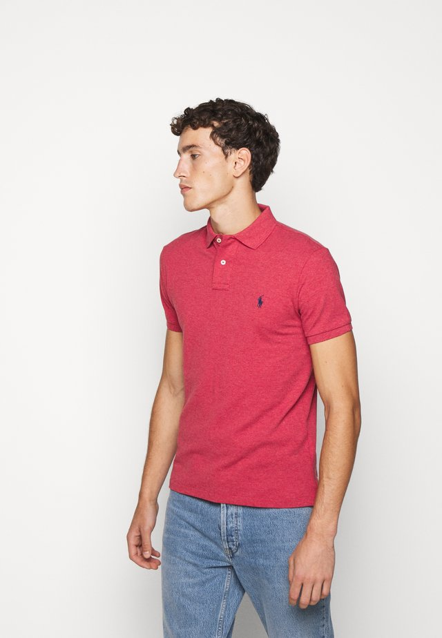SLIM FIT MODEL - Polo shirt - venetian red heat