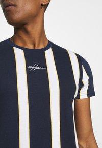 Hollister Co. - CREW STRIPES - T-shirt med print - navy vertical - 3