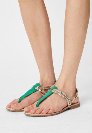 DETIRI - T-bar sandals - vert/or