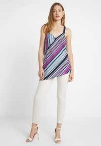 Vince Camuto - ASYMMETRICAL COLORFUL BOARDWALK TANK - Bluser - classic navy - 1