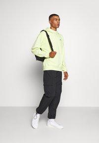 Nike SB - PARADISE  - Hoodie - limelight - 1