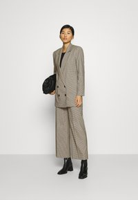 JUST FEMALE - KELLY - Short coat - taupe - 1