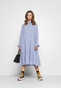 Monki - PARLY DRESS - Blusenkleid - blue - 1