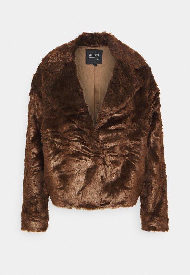 HUNTER COAT - Zimní bunda - deep brown