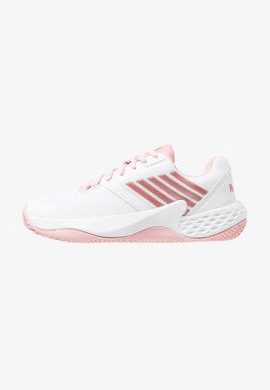 AERO COURT HB - Tenisové boty na antuku - white/coral blush/metallic rose