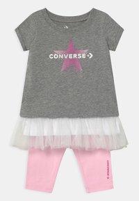Converse - GRAPHIC CAPRI SET  - Leggings - grey heather - 0