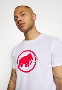 Mammut - LOGO MEN - T-shirt med print - bright white - 3