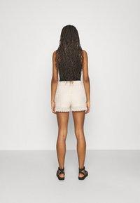 Vero Moda - VMHONEY - Shorts - sandshell - 2