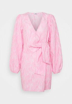 ENCULHANE DRESS - Denní šaty - sachet pink