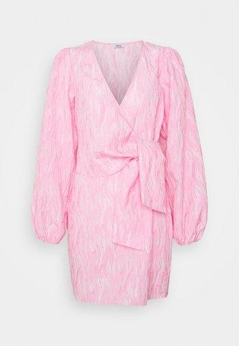 ENCULHANE DRESS - Kjole - sachet pink