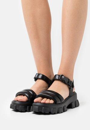 CHLO SLIDER - Sandály na platformě - black
