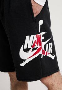 Jordan - JUMPMAN CLASSICS  - Teplákové kalhoty - black/white/gym red - 5