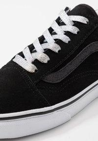 Vans - OLD SKOOL - Sneakersy niskie - glitter/black/true white - 2