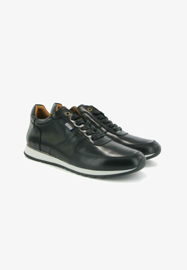 SNEAKERS IN PULL UP LEATHER - Sneakers basse - black